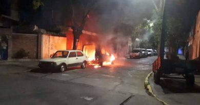 CABA: La justicia sobreseyó a una persona en situación de calle acusada de quemar coches