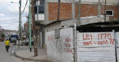 Denuncian que el IVC dejó cesante a trabajadores de la Villa 20