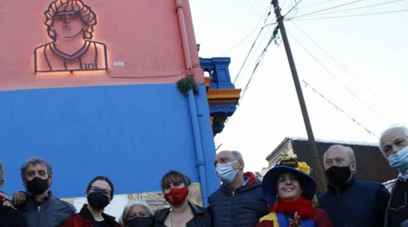 Diego Iluminado: El ídolo del fútbol suma una nueva escultura en La Boca